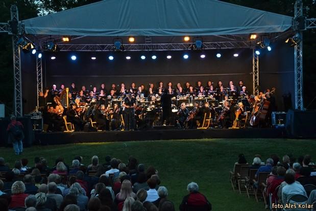 Koncert v parku DSC 0888