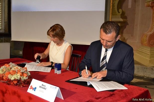 podpis pogodb Interreg Slo-HrDSC 0843