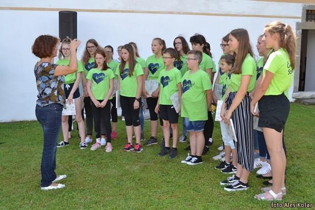 Zupan sprejel pevska zbora DSC 0391