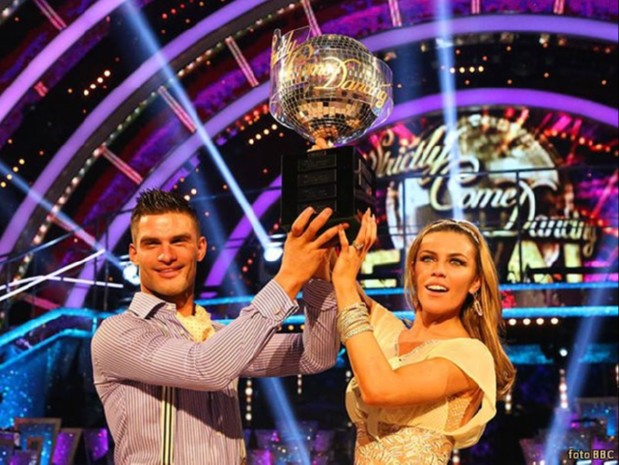 dea12e48-81f6-4b97-ad6d-58f0497751db abbey-aljaz-win-tropy-strictly
